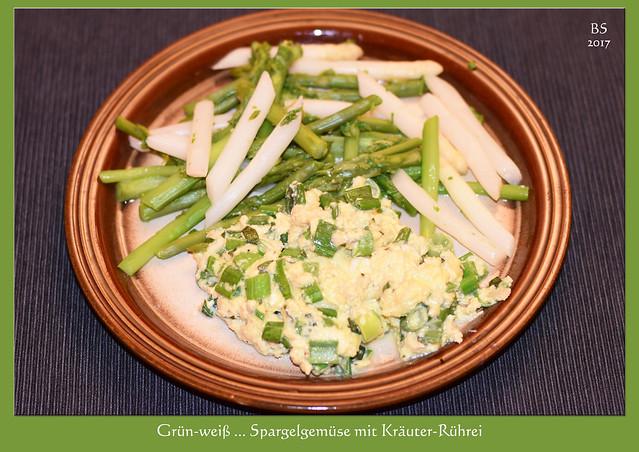 Die Spargelsaison wird ausgenutzt. Hier: Spargelgemüse grün-weiß mit Kräuter-Rührei ... Ton in Ton ... Foto: Brigitte Stolle, April 2017