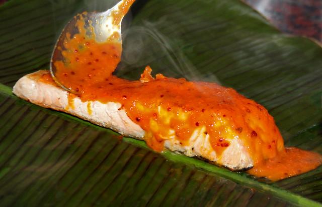 Salmon a la hoja de bananero con salsa de maracuya (27)