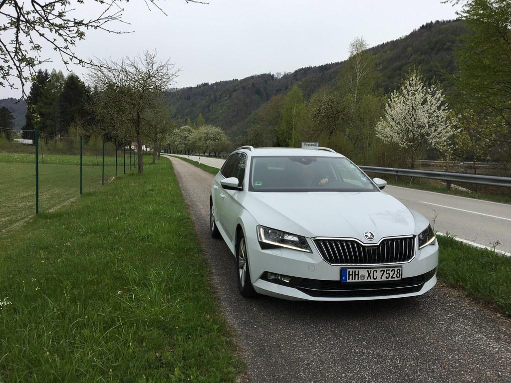 Autoloma Tonava | Passau | Bratislava Auton vuokrasimme Europcarilta. 5 päivän hinta oli 200 euroa ja polttoaineeseen kului 60 euroa.