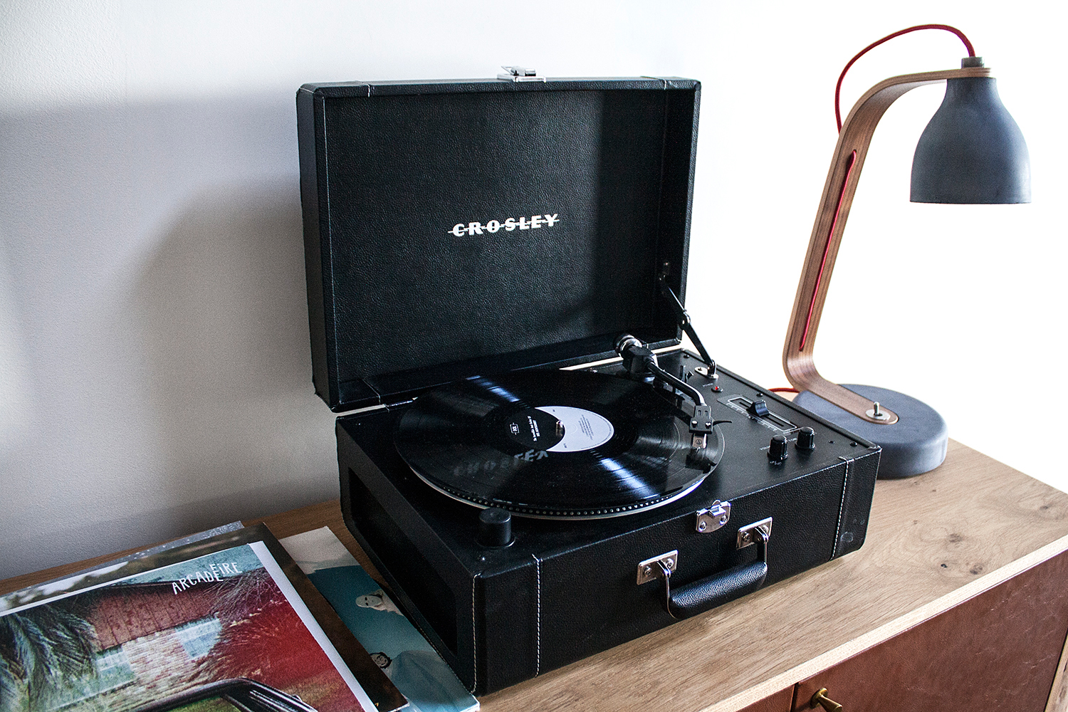 05timbercove-sonoma-travel-crosley-recordplayer
