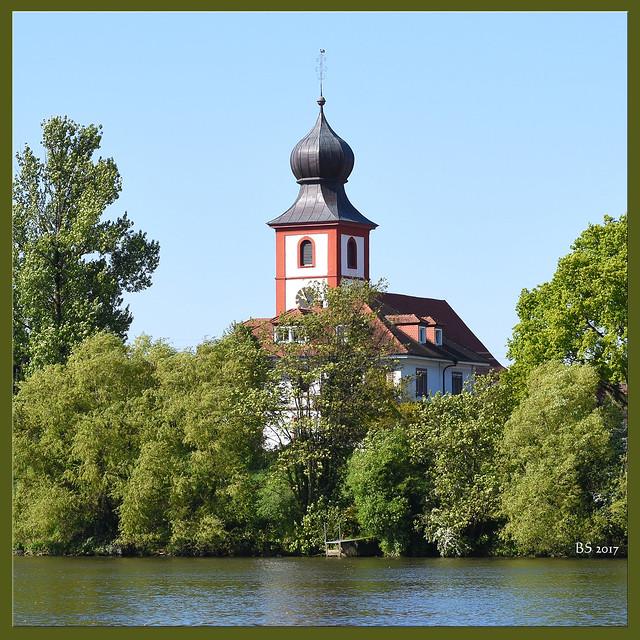 Alte katholische Kirche St. Michael in Neckarhausen mit Zwiebeltürmchen ... Barockkirche von 1781 ... Foto von der Ladenburger Neckarwiese: Brigitte Stolle, Mannheim 2017