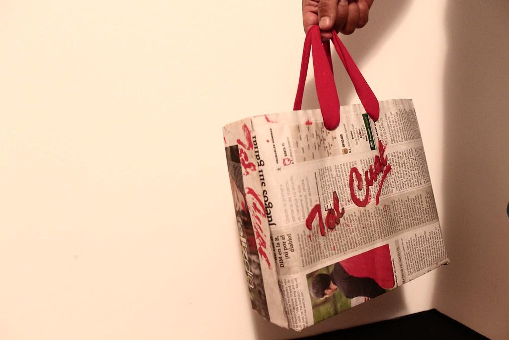 Bolsa de papel periódico para Tal Cual