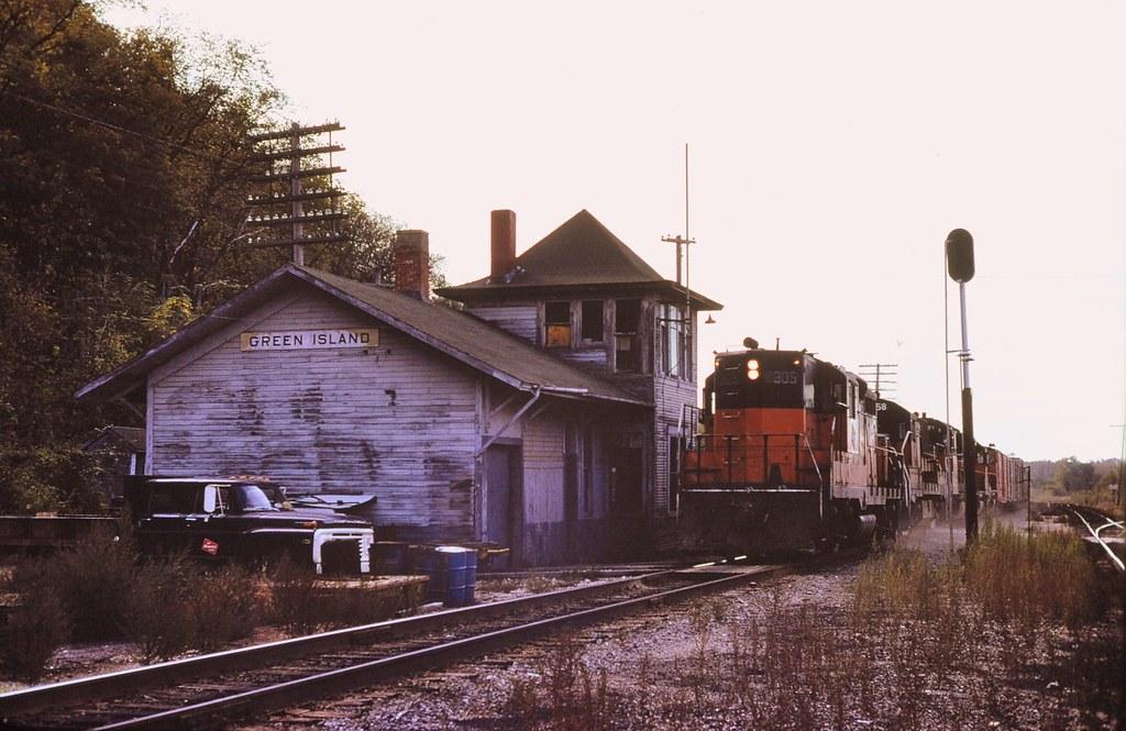Milwaukee Rd Gp 9 At Green Island Iowa 1977 Its Late
