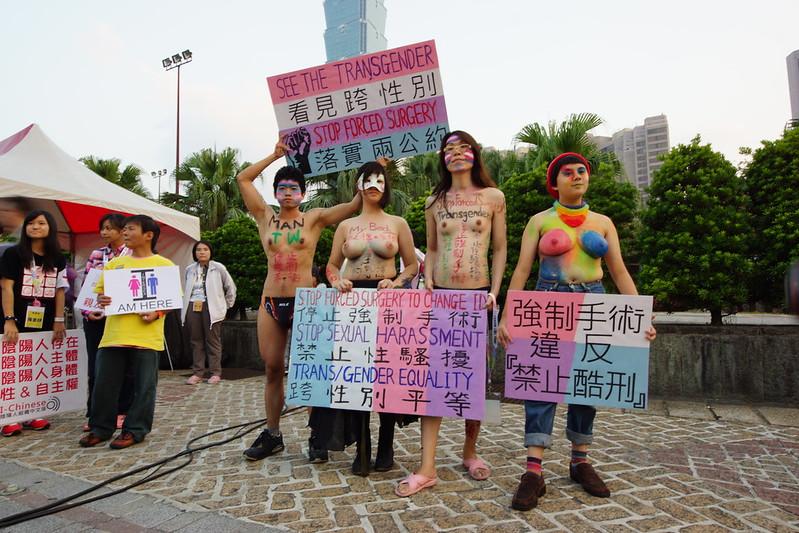 2012年跨性別族群參與同志遊行。(攝影:王顥中)