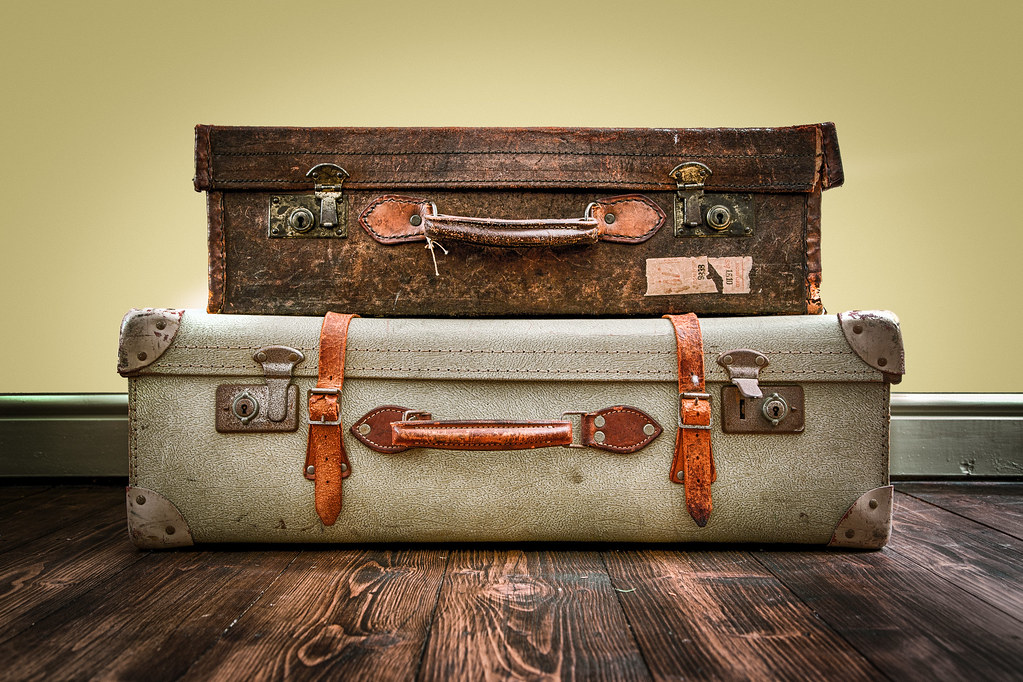 Old suitcases this weeks photo theme was old gr3z flickr for What to do with vintage suitcases