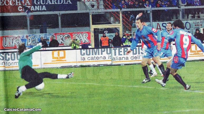 Il primo dei tre gol di Peppe Mascara al Mantova