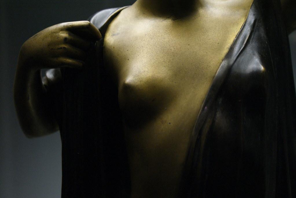 Sculpture de nue dans le musée d'histoire de Wroclaw par un artiste né dans la ville.