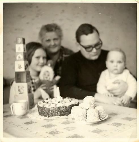 Als Brunhilde, Barbara und ich das Ewige Licht auspusteten - Eine Jugend in Edingen-Neckarhausen zwischen Kindergarten, Kiesloch und Kirche. Brigitte Stolle 2016 ... Als ich bei der Predigt an Gabis Blindarm dachte und wie ein Sack umfiel