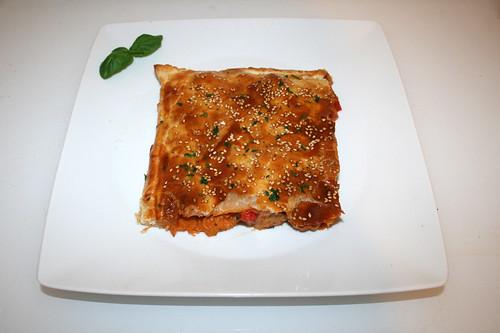 55 - Leek chicken strudel - Served / Lauch-Hähnchen-Strudel - Serviert