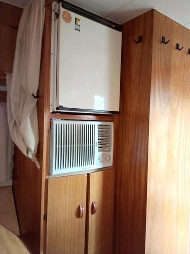 Ar de gaveta instalado....em breve pretendo colocar a geladeira para baixo e o ar para cima....