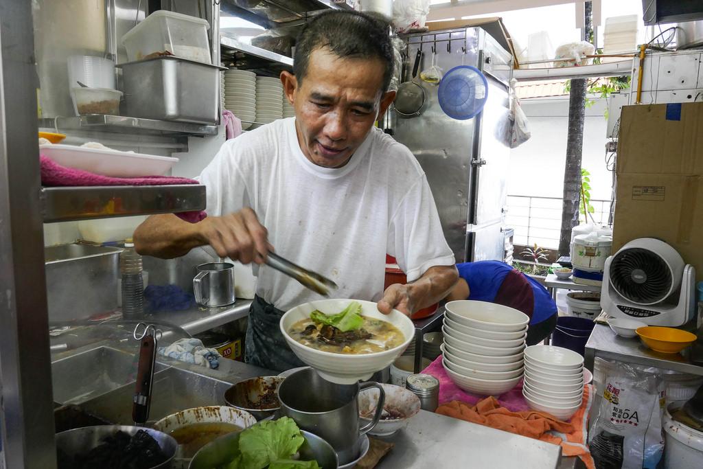 Singapore Street Food: Seng Kee Mushroom Minced Meat Noodle