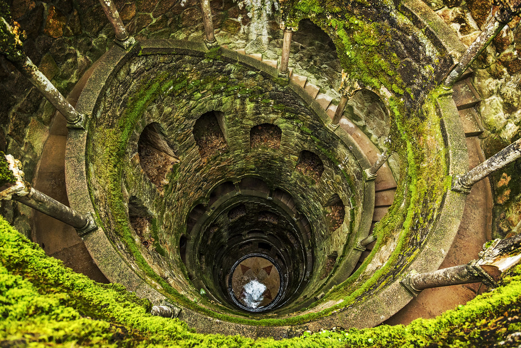 Initiation well in sintra portugal the 27 meter deep for Well pictures