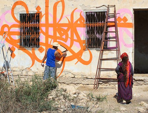 The artist paints his family home in Temoula. Photo credit: Facebook.