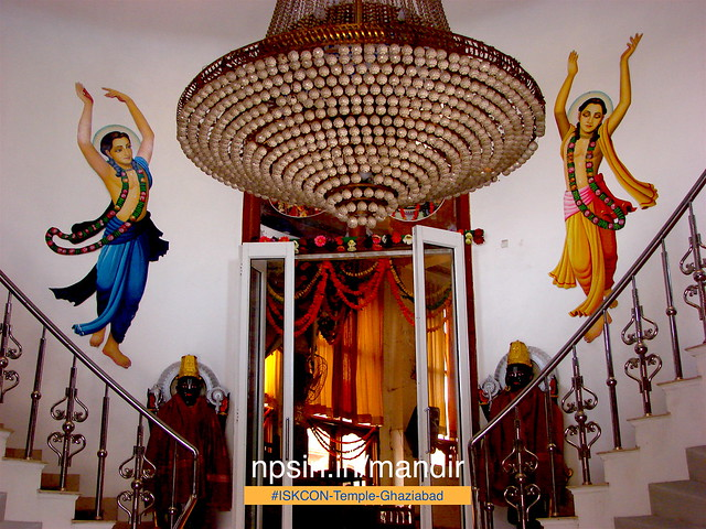 Beautiful huge jhumar with lot of glass crystals on the prayer hall entrance.