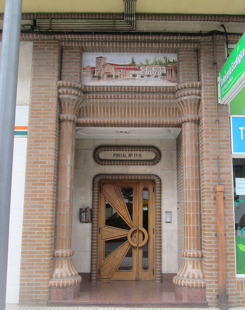 Art Deco Sunburst Doorway, Avilés.
