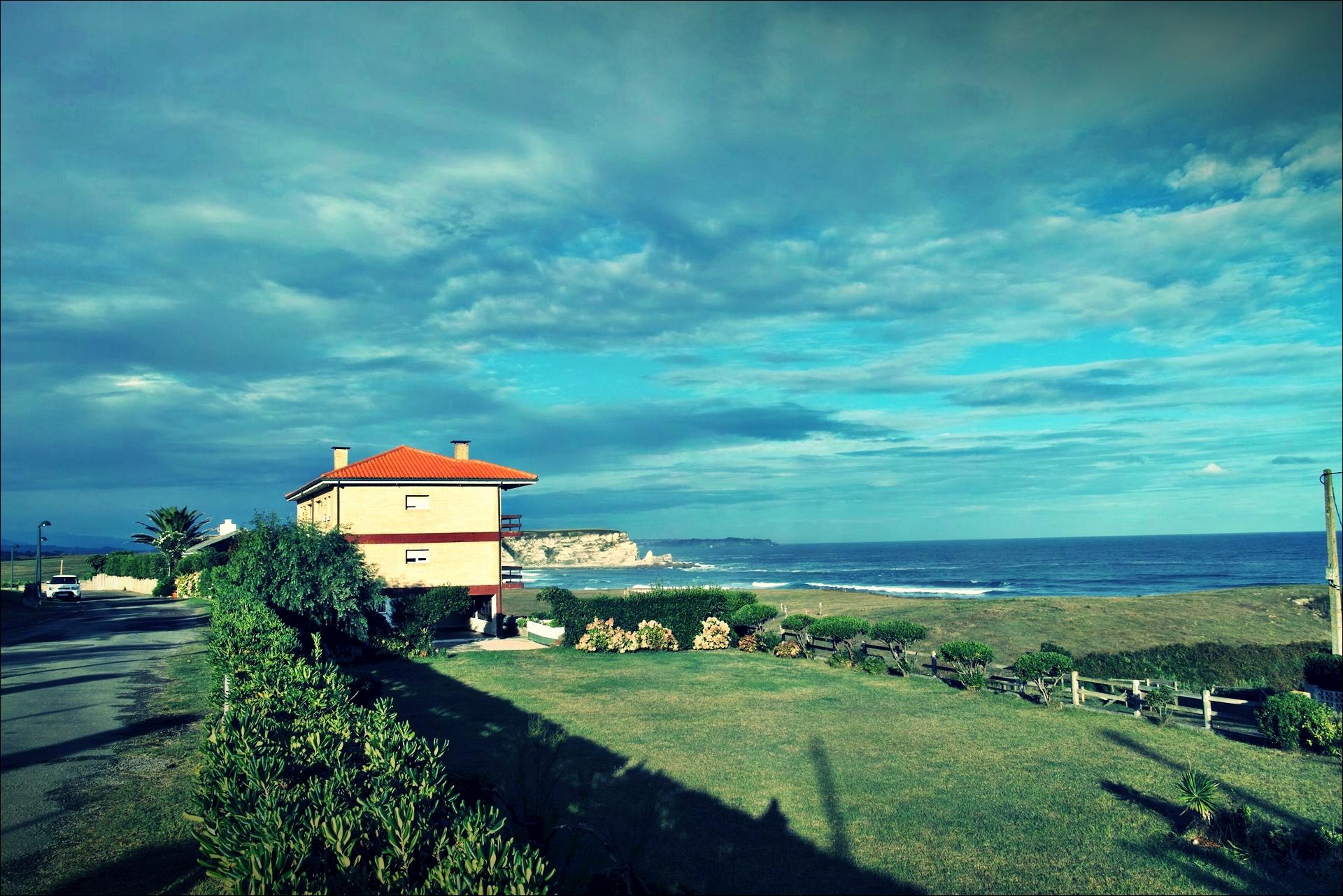 바다 옆 집-'카미노 데 산티아고 북쪽길. 궤메스에서 산탄데르. (Camino del Norte - Güemes to Santander)'