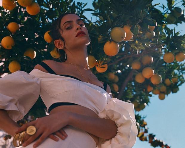 Amanda-Wellsh-Porter-Yelena-Yemchuk-01-620x497