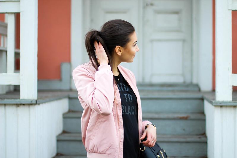 vaaleanpunainen bombertakki only 2