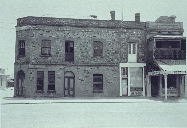 duke of wellington hotel st vincent street port adelaid. Black Bedroom Furniture Sets. Home Design Ideas