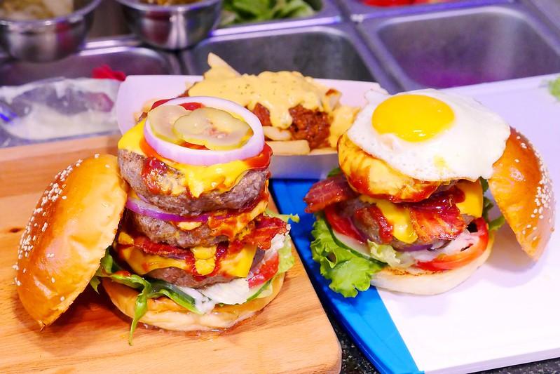 32797087621 ff1b0d366e c - 【熱血採訪】堡彪專業美式漢堡:看電影也能享受外帶豪邁工業風漢堡!每層6.5盎司三倍純牛肉起司漢堡真材實料好推薦!