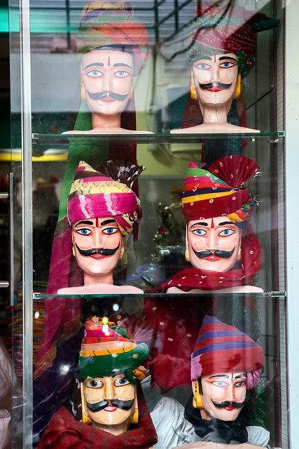 Display case of a turban shop, Jodhpur, India ジョードプル バザールのターバン屋のディスプレイ