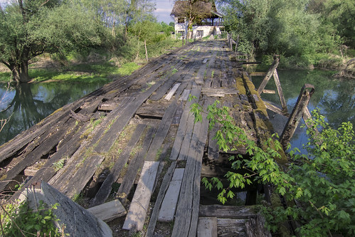 Old wooden bridge without Neven | by nevand888