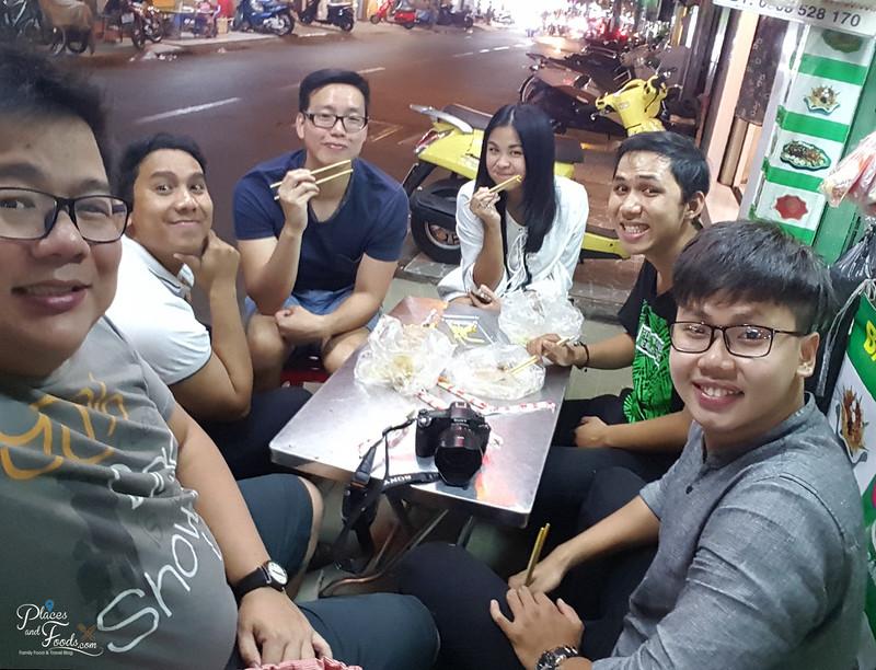 ho chi minh food on wheels Bánh Tráng Trộn group