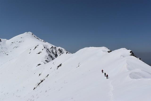 三ノ沢岳山頂へ 稜線をトラバース