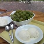 Stachelbeer-Holunderblüten-Joghurteis