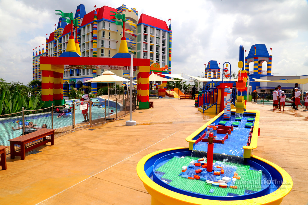 Legoland malaysia water park legoland malaysia opens water flickr for Hotels near legoland with swimming pool