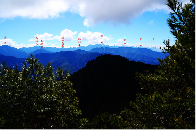 登山途中俯瞰楠子仙溪、南眺中央山脈南一段稜線 2-1