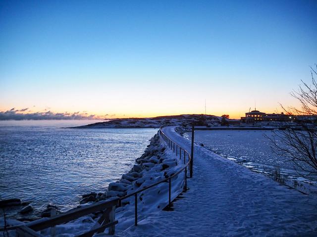 P1050758.jpgHelsinkiSuomiUunisaariLiuskasaariLuotoTalviLumi,P1050748.jpgMerisumuSeafogHelsinkiFinlanduunisaari,P1050735.jpgUunisaariHelsinkiSUomi, finland, suomi, helsinki tips, visit helsinki, travel, matkat, ideat, vinkit, ideas, saari, island, winter, talvi, luonto, nature, pakkanen, freezing, snow, lumi, visit finland, kävellen uunisaareen talvella, walking to uunisaarin in winter, wintertime, talviaikaan, silta, bridge, meri usva, sumu, höyry, auringonlasku, sunset, ilta, evening, beautiful, kaunis, maisema, view, liuskasaari, aallonmurtaja,