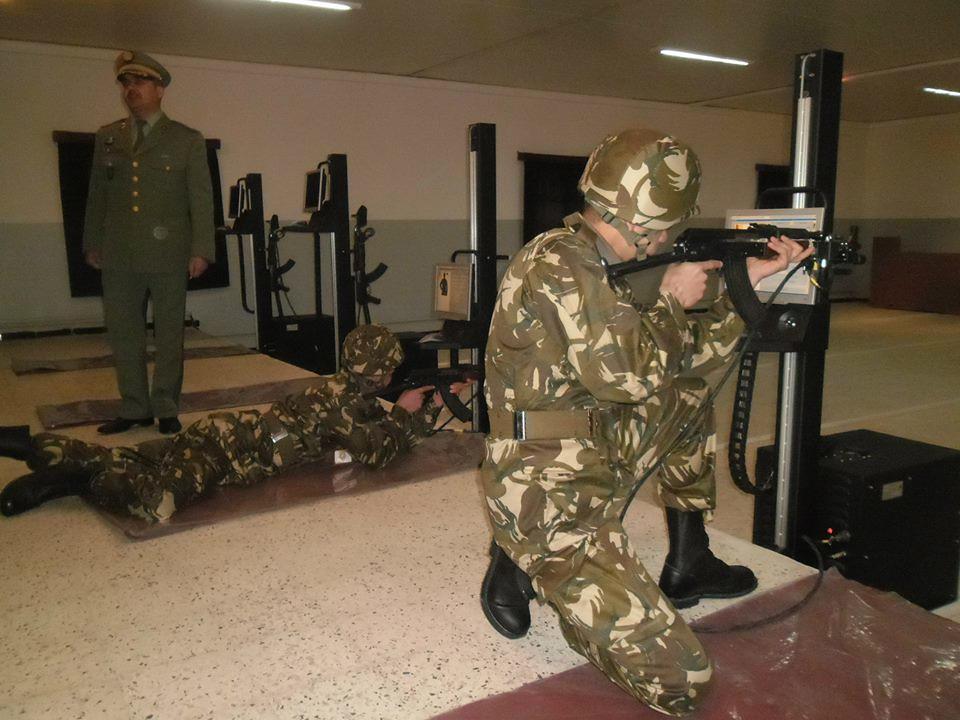 الصناعة العسكرية الجزائرية  [ AKM / Kalashnikov ]  - صفحة 2 33379418164_a85d2efa17_b