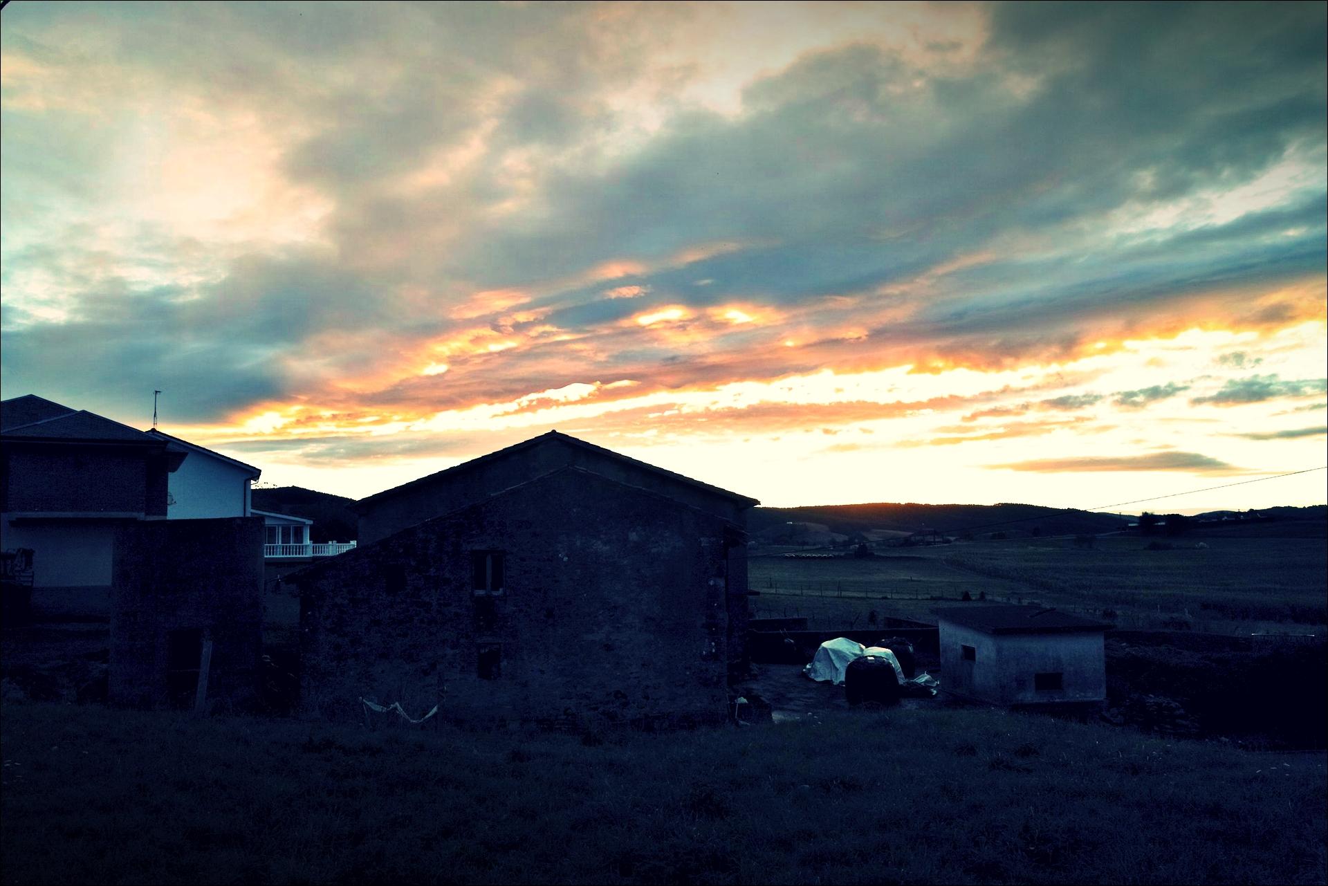 아침 하늘-'카미노 데 산티아고 북쪽길. 궤메스에서 산탄데르. (Camino del Norte - Güemes to Santander)'