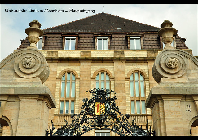 """Universitätsklinikums Mannheim ... Architektur ... Altbau ... Haupteingang auf der Neckarseite (Theodor-Kutzer-Ufer) mit seinem """"Pariser Tor"""" ... architektonische Details usw. ... Fotos: Brigitte Stolle, Mannheim 2017"""