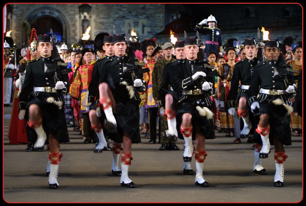 Guard of honour edinburgh military tattoo finale 2002 for Scotland military tattoo