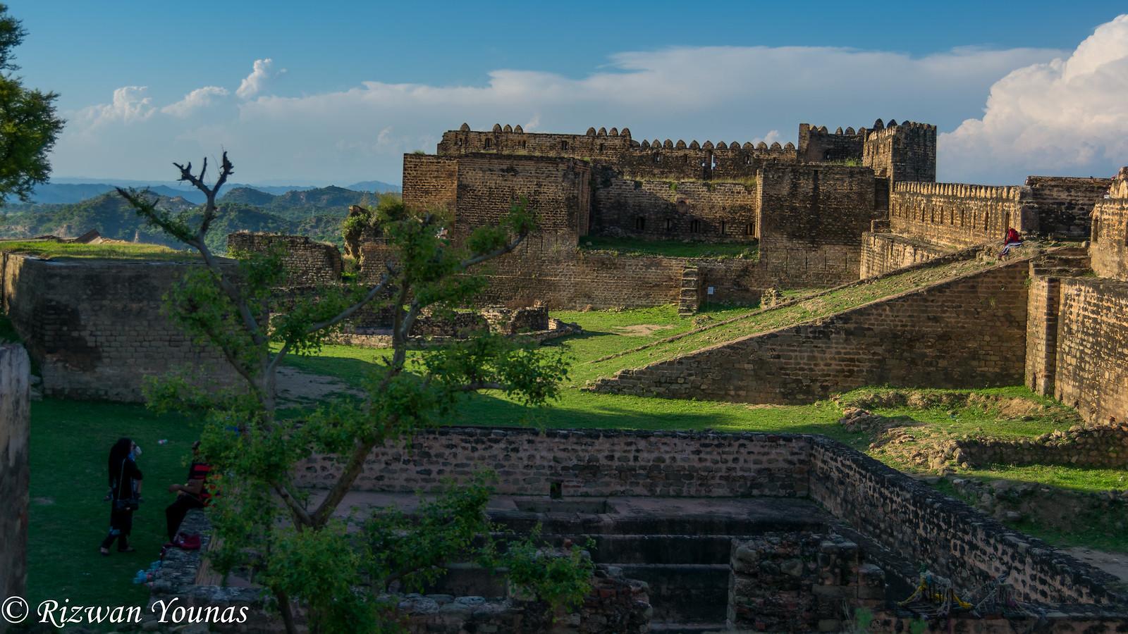 File:Ramkot Fort Mangla.jpg - Wikimedia Commons