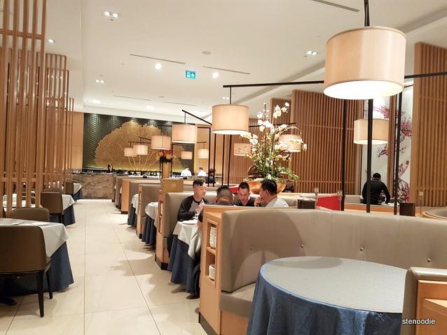 Yu Seafood interior
