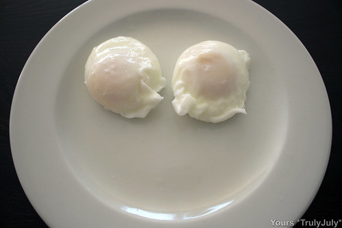 Even the plate looks like it's smiling when poached eggs are served! :)