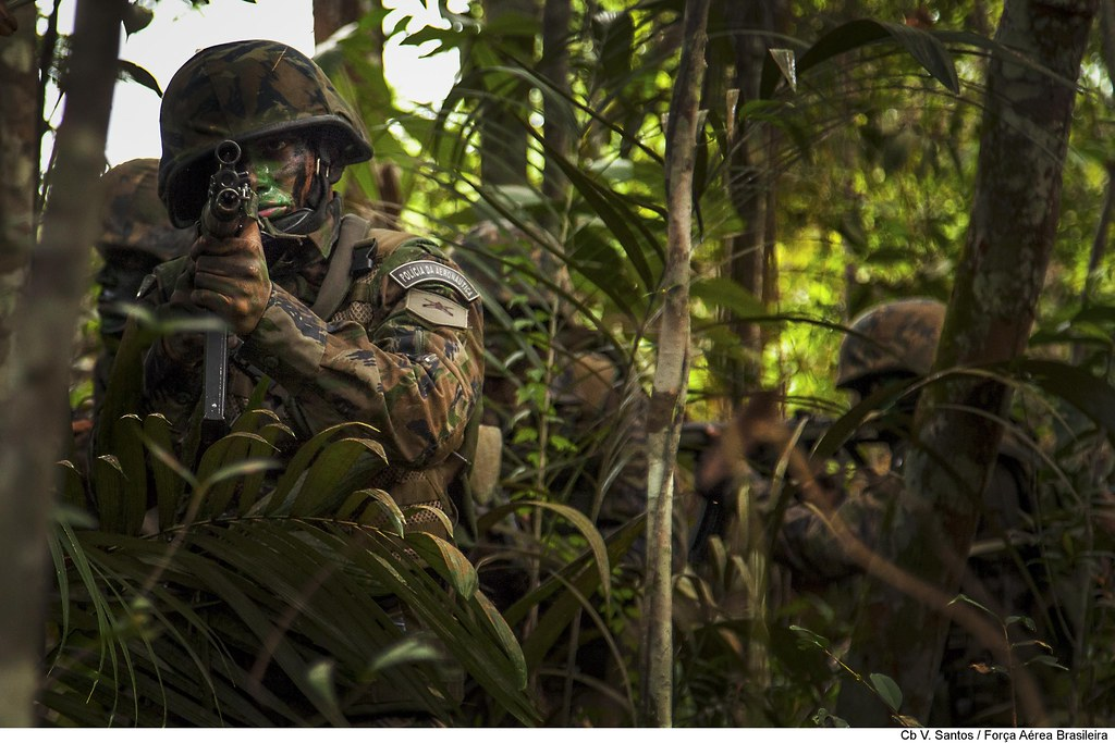Patrulha na selva amazônica   A Operação Amazônia é um ...