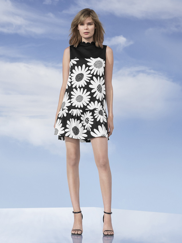 Victoria-Beckham-Target-Man-Repeller-77395-TAR-SH-DAY_03_SHOT_03_GROUP_6_60s_POP_C_154-vE_P2_13_GGB-636x847
