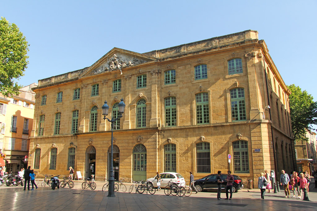 Place de l 39 h tel de ville aix en provence france flickr for Accouchement en piscine en france