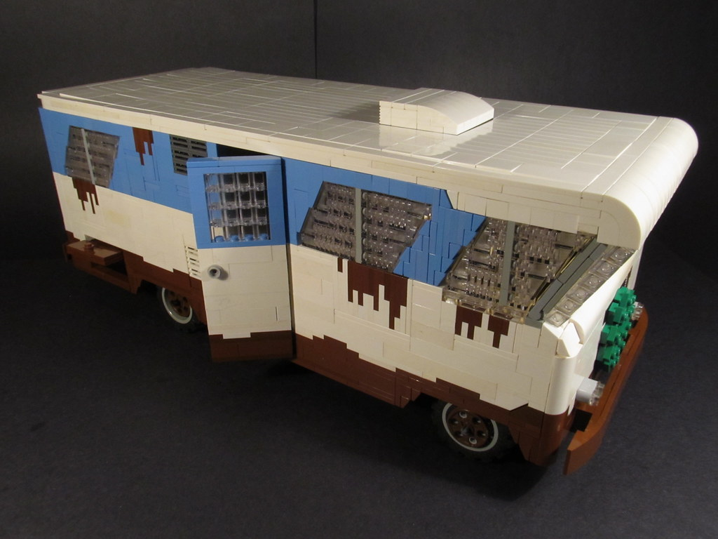 Amazing Vandals Smash Up Rusty RV That Starred In National Lampoon39s Christmas