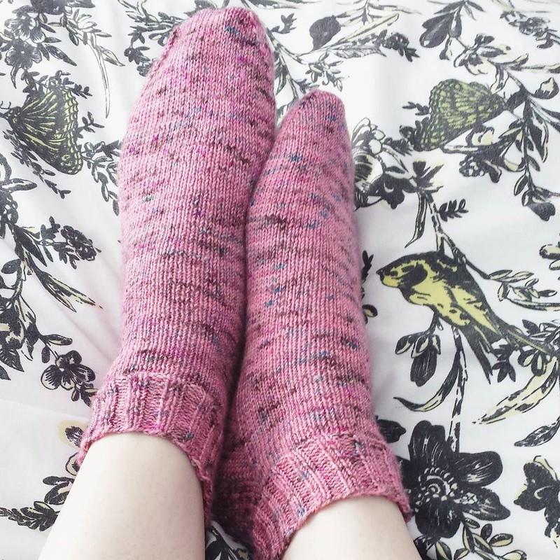 Sunday #dailyknitsocks 💕 #knittersofinstagram #socktawk #flyingkettleyarn