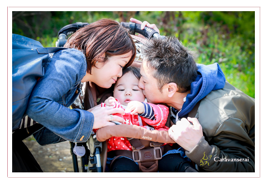 家族写真 1才記念 愛知県小牧市 自宅へ出張撮影 全データ バースデーフォト 公園 人気 オススメ ロケーション撮影