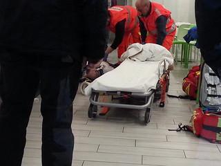 L'uomo durante le fasi di rianimazione