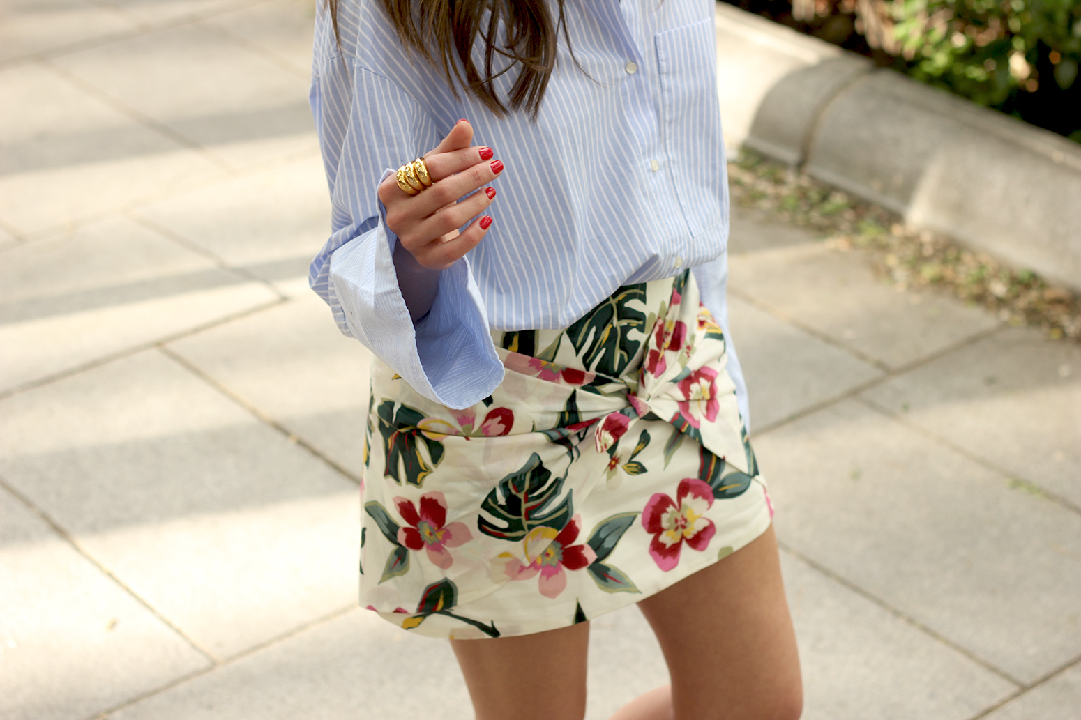 Floral print shorts striped shirt converse summer style fashion10