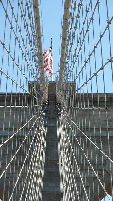 drapeau des tats unis sur le pont de brooklyn flickr photo sharing. Black Bedroom Furniture Sets. Home Design Ideas