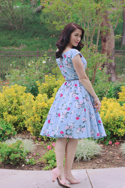 Top Vintage Hell Bunny 50s Belinda Floral Dress in Blue