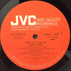 SALENA JONES:LOVE IN THE AIR(LABEL SIDE-A)